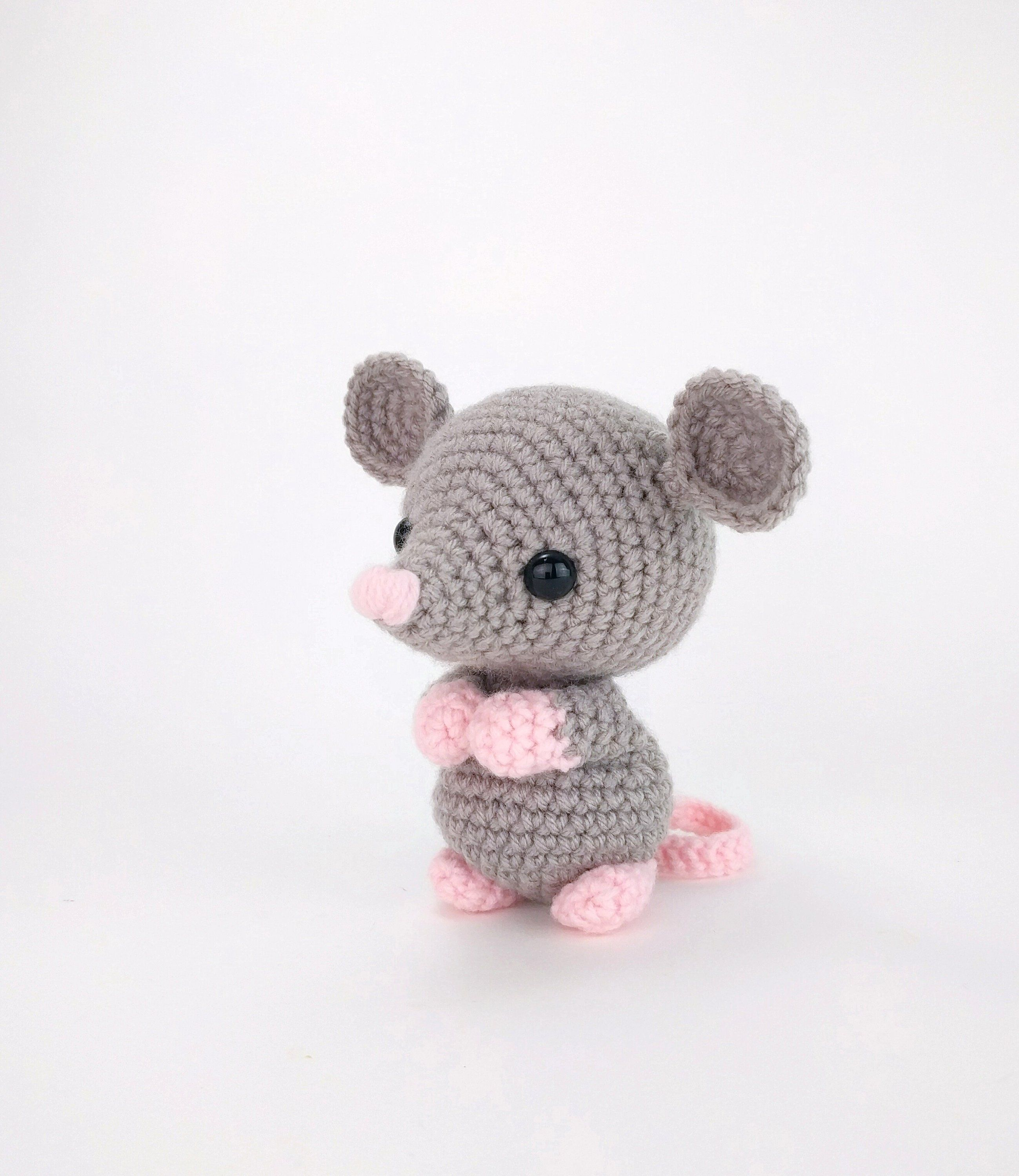 PATTERN: Maxwell the Mouse - Crochet mouse pattern - amigurumi mouse pattern - crocheted mouse pattern - PDF pattern - English Only