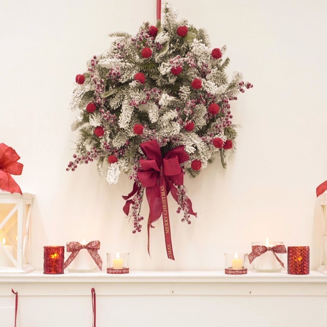 Creare Composizioni Per Natale decoriamo con i nastri e i pon pon una ghirlanda fuoriporta