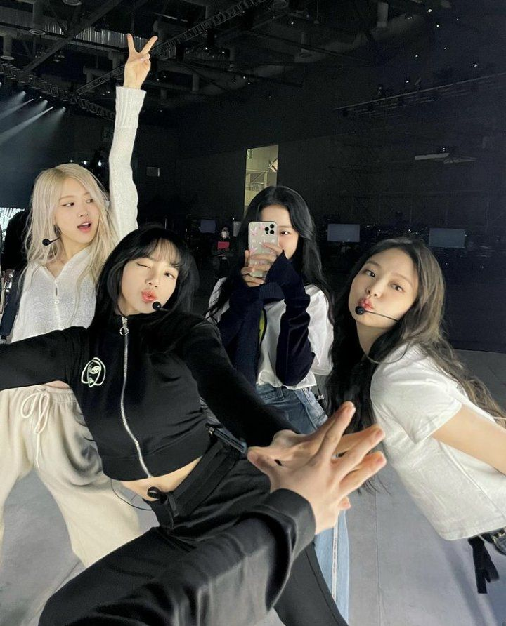 """Kpop Chartsᵇᵖ on Twitter: """"Ot4 pictures hits different 😩😭❣️ @blackpink"""
