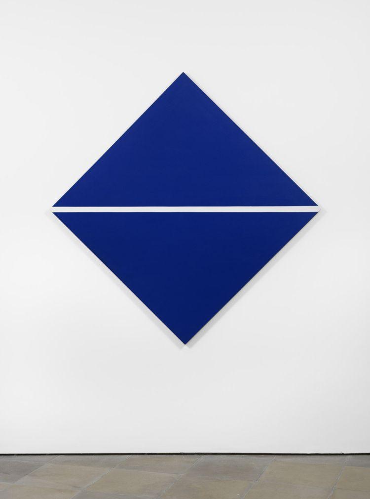 "Carmen Herrera, ""Blue with White Line"", (1964). Foto: Lisson Gallery"