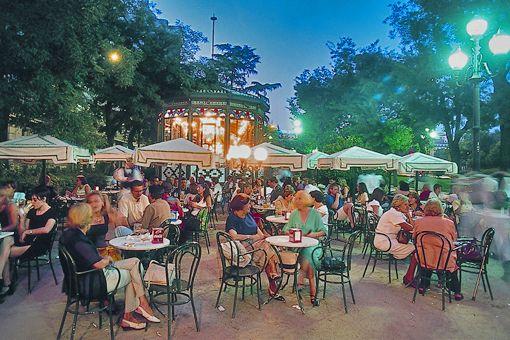Terraza En El Paseo De Recoletos Barrios De Madrid Vida