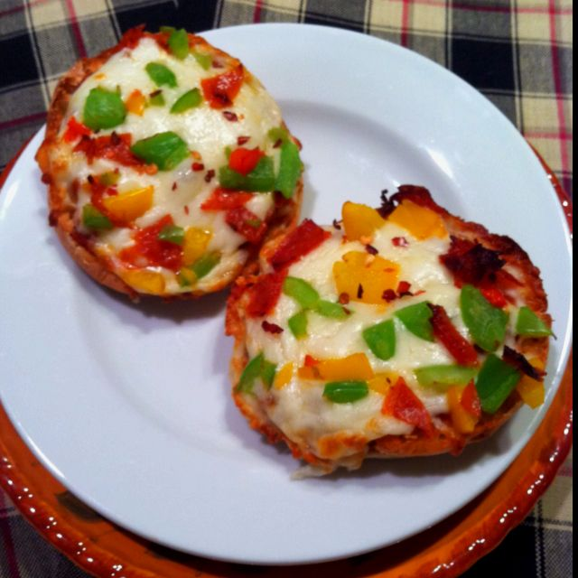 english muffin pizzas! toast english muffins and top with tomato sauce, cheese, pepperoni, and chopped peppers and bake until desired goodness is reached :)