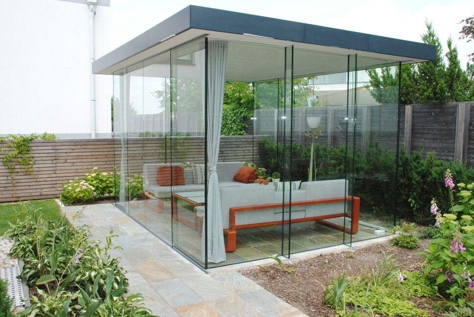 Glashaus.Tragendes Glas mit Massivdach. Glashaus