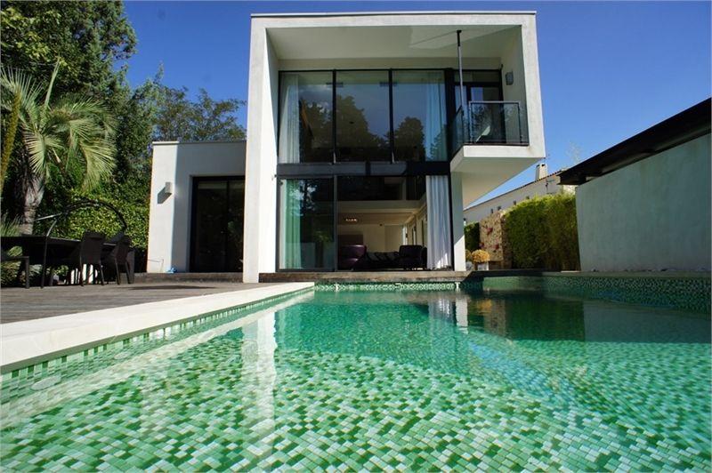 Sublime Maison Contemporaine A Vendre Chez Capifrance A Montpellier 260 M 6 Pieces Dont 4 Chambres Et Maison Contemporaine Villa Contemporaine Maison