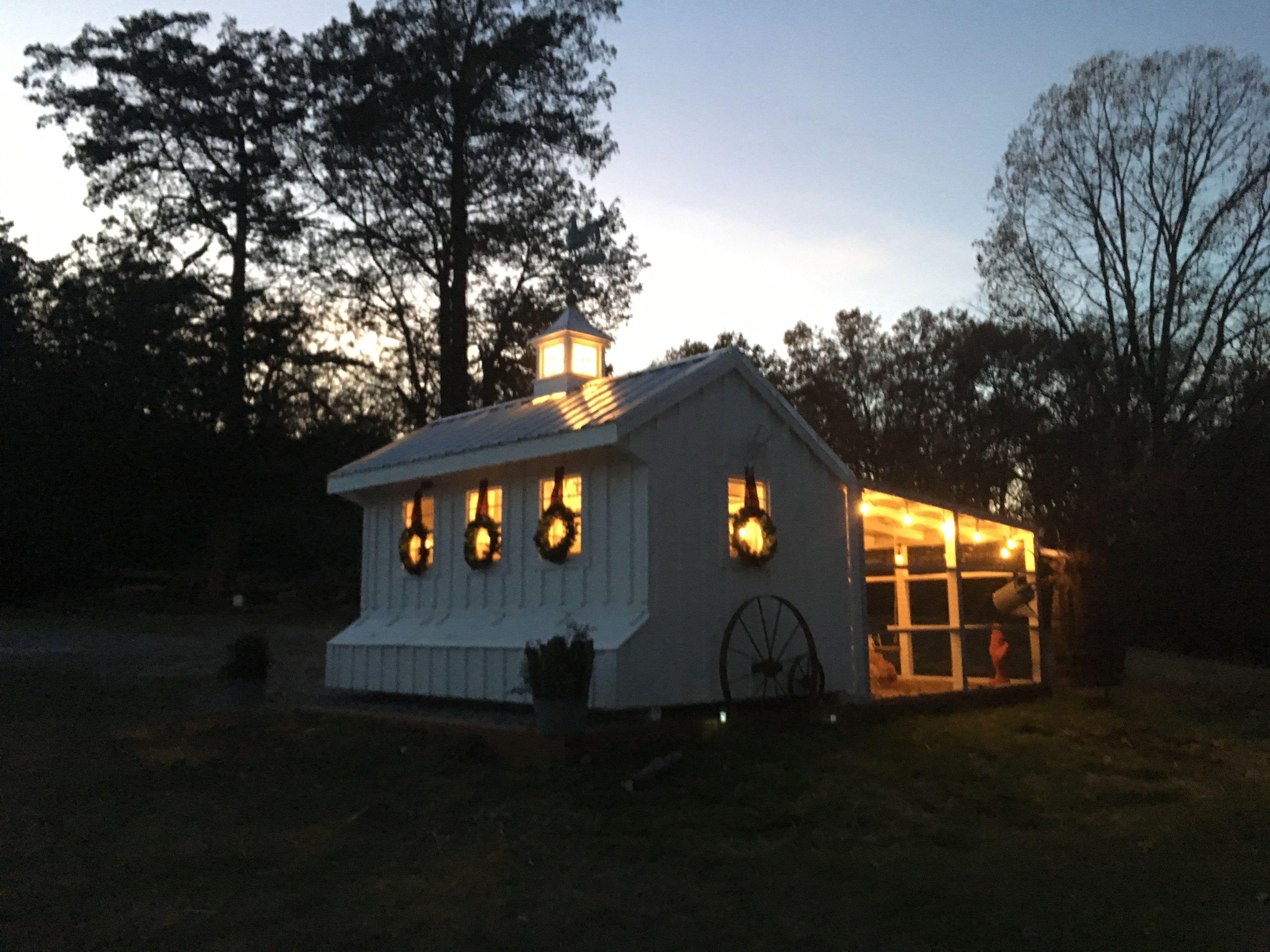 Lights On My Chicken Coop Smuckers Cluckers Smucker Farms Tn Nolensville Chicken Coop Coop House Styles