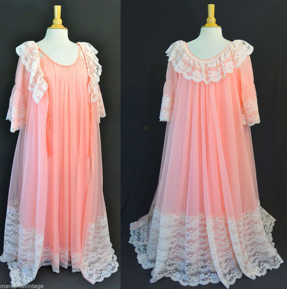 22307d28b7 Vintage 60s INTIME California Peignoir Robe Gown Nightgown SET Romatic Lace  S M  IntimeofCalifornia