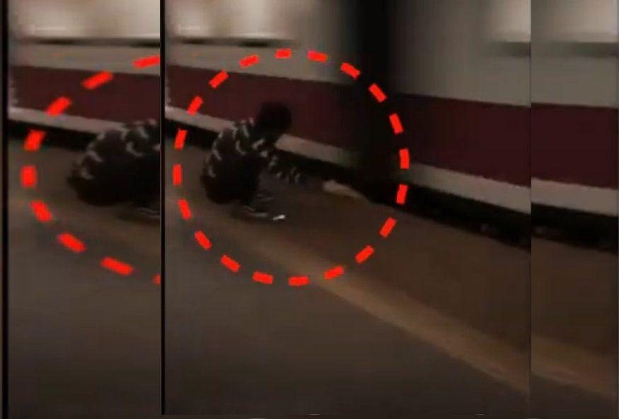 पलटफरम म फस यवक लकन दसत न नह छड हथ दखखफनक Video Video Darth Vader