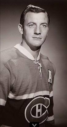 Dickie Moore : Exemple de dévouement et de détermination, Dickie Moore savait qu'il voulait évoluer dans la LNH dès ses premiers jours passés sur les bancs d'école. Mais, à l'opposé de la plupart des jeunes garçons élevés dans le rude quartier montréalais de Parc Extension, le jeune Richard Winston Moore ne rêvait pas de porter le chandail des Canadiens – son club était Toronto. Les amateurs de Montréal sont bien heureux que le rêve du jeune Dickie ne se soit pas concrétisé.