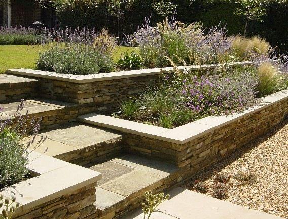Patios con desniveles buscar con google exteriores for Casas para patios exteriores