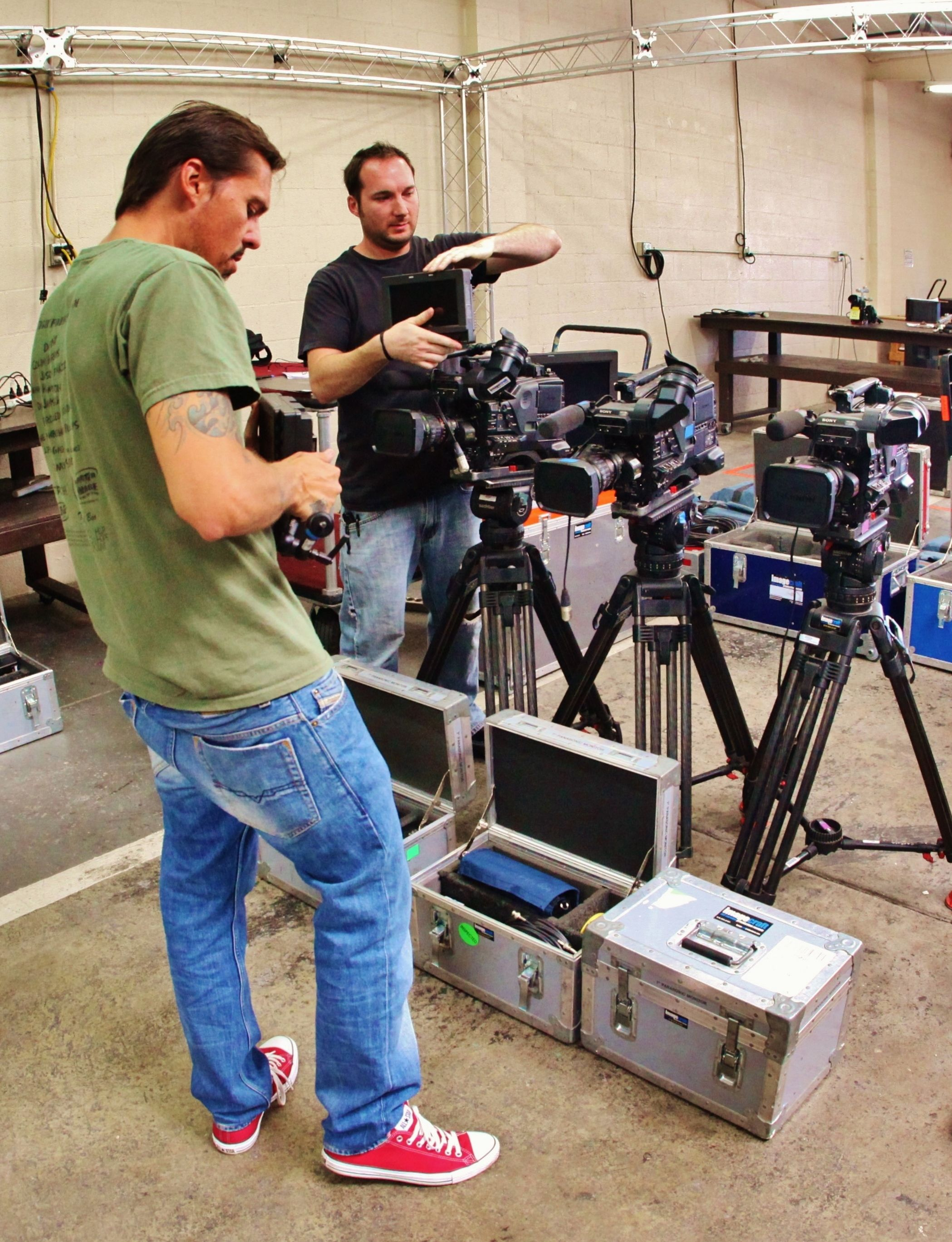 Lenny & Darrell testing the #TVLogic LCD Monitors on @Sonia Powell F800s with #Fuji Zooms for this weekend