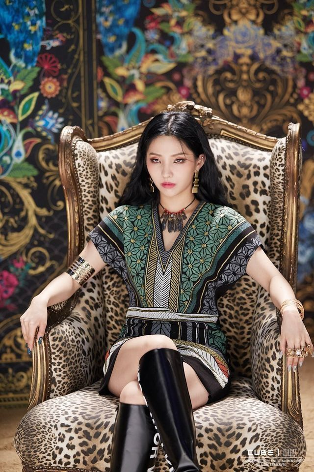 Queen Soyeon sits upon her throne Kpop fashion Kpop
