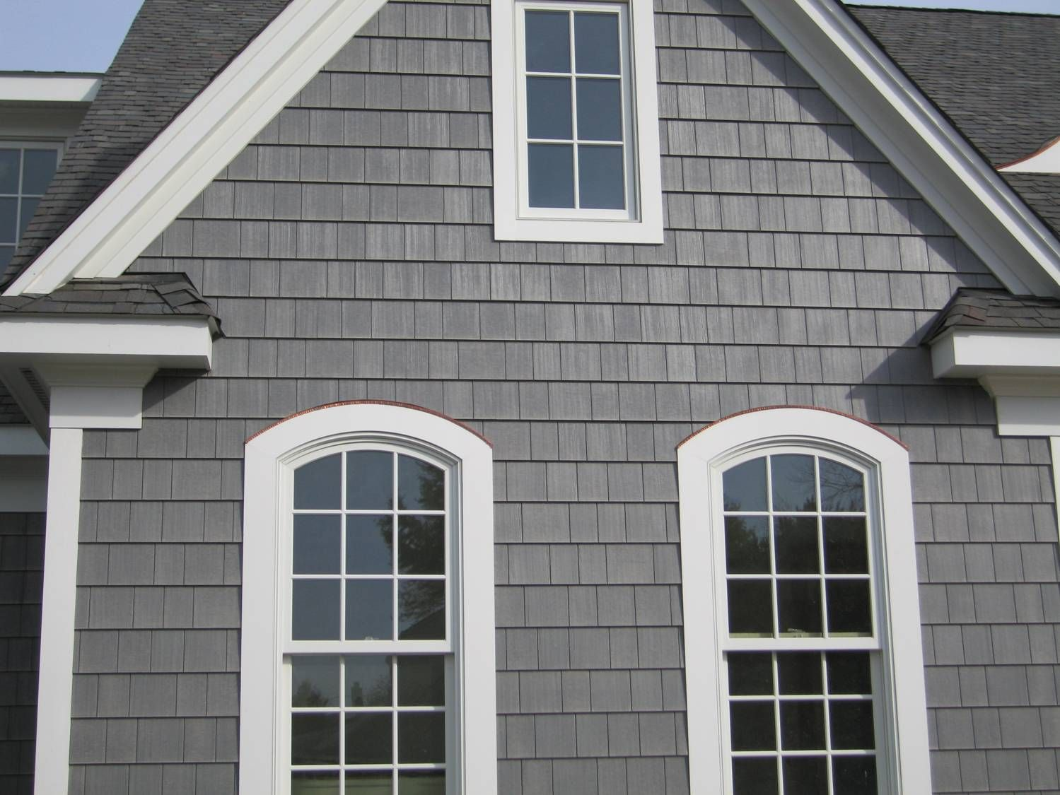 We 39 d need lighter grey shakes but maybe grey with white trim like this exteriors and - Exterior white trim paint pict ...