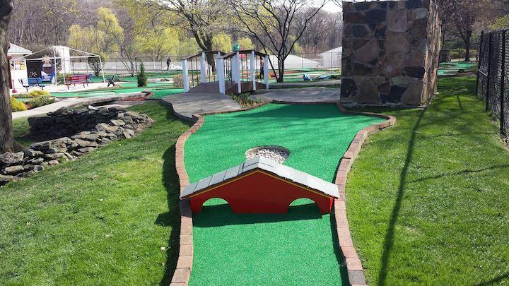 Brookside Mini Golf In 2020 Mini Golf Miniature Golf Course Mini Golf Course