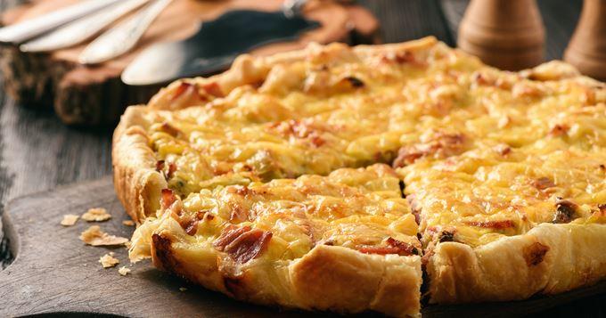 Comfort food : 15 recettes réconfortantes - Quiche tartiflette | Recettes CuisineAZ #tartifletterecette