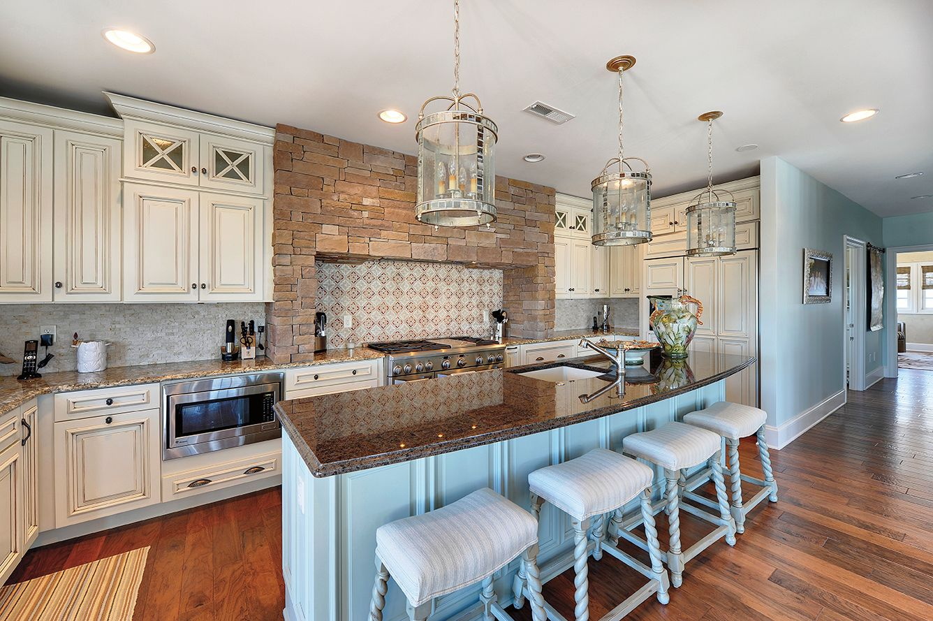 Wellborn Custom Cabinets Builders Surplus In More Than 30 000 Finishes To Choose From Fre Kitchen And Bath Design Kitchen And Bath Gallery Wellborn Cabinets