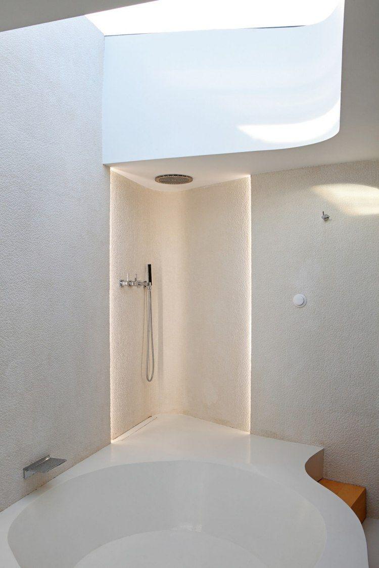 Wohnen In Weis Holz Modern  Badewanne Eingemauert  Minimalistisch Indirekte Beleuchtung