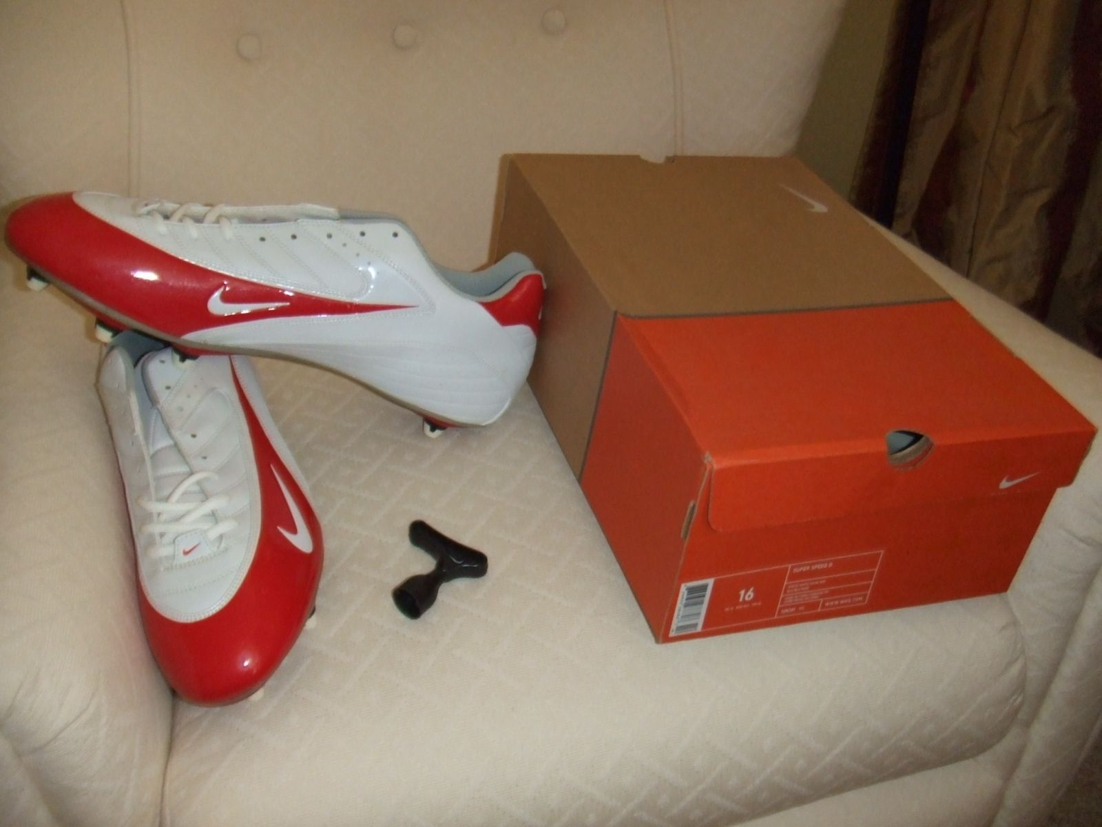 NIB Mens Nike 308381 111 Super Speed D Low Football Soccer Cleat Shoes  Wht/Red