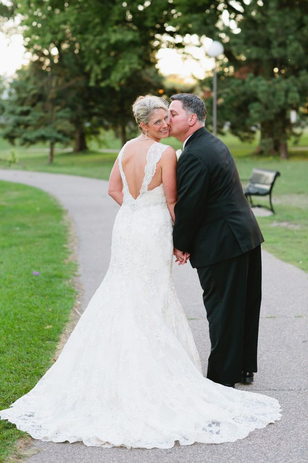A great way to show off the back of the brides gown. Minneapolis ...