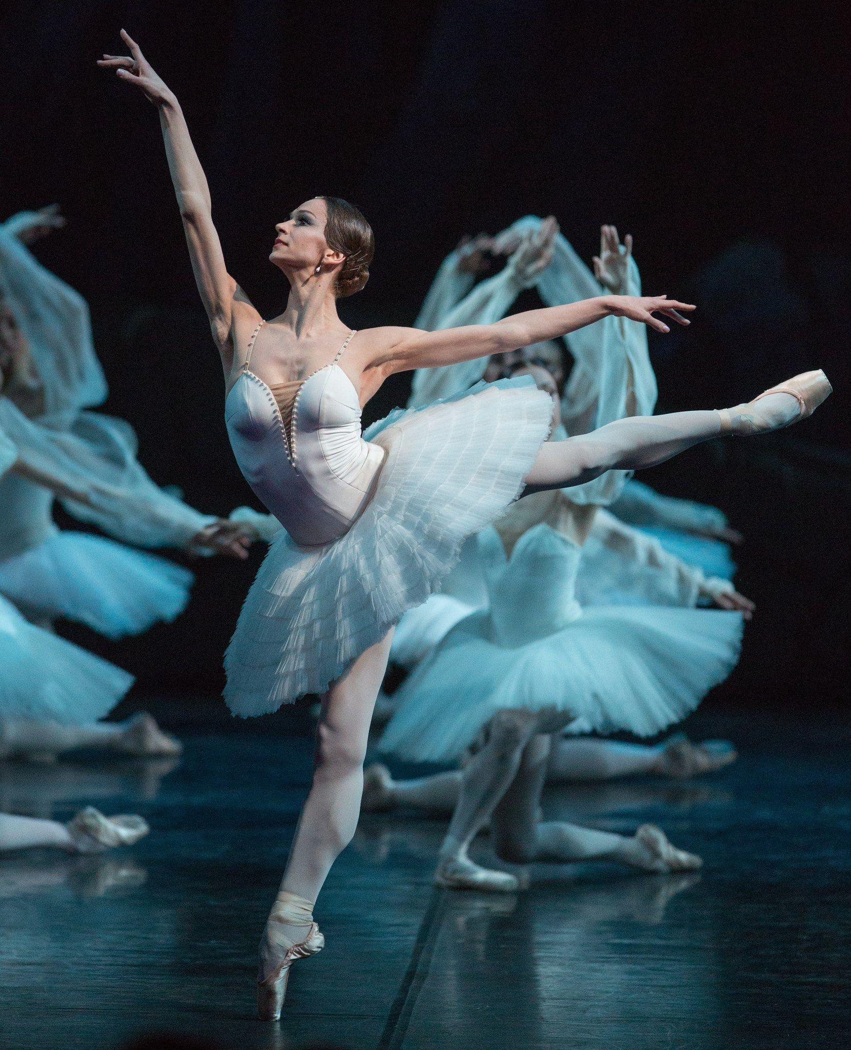 балерины на сцене картинки однажды она нечаянно