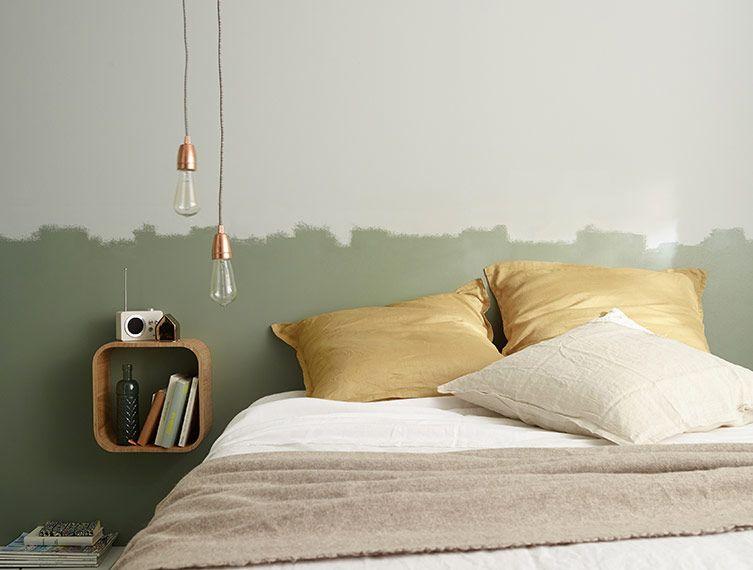 Chambre d\'artiste - Le mur de la chambre est peint dans un camaïeu ...