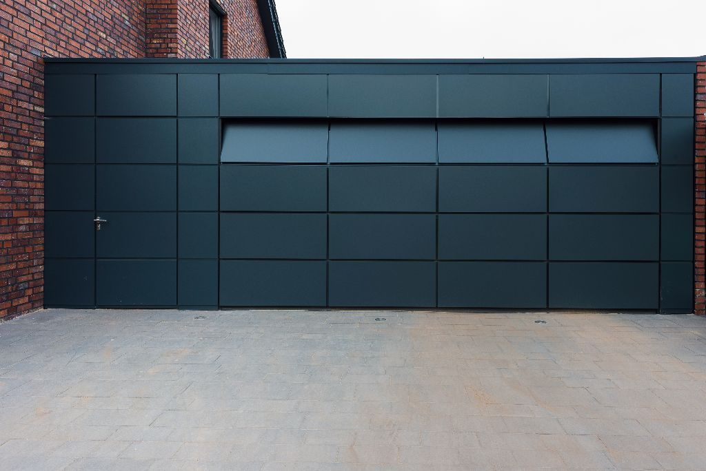 garagentor fl chenb ndig l ftung hausbau garage in. Black Bedroom Furniture Sets. Home Design Ideas