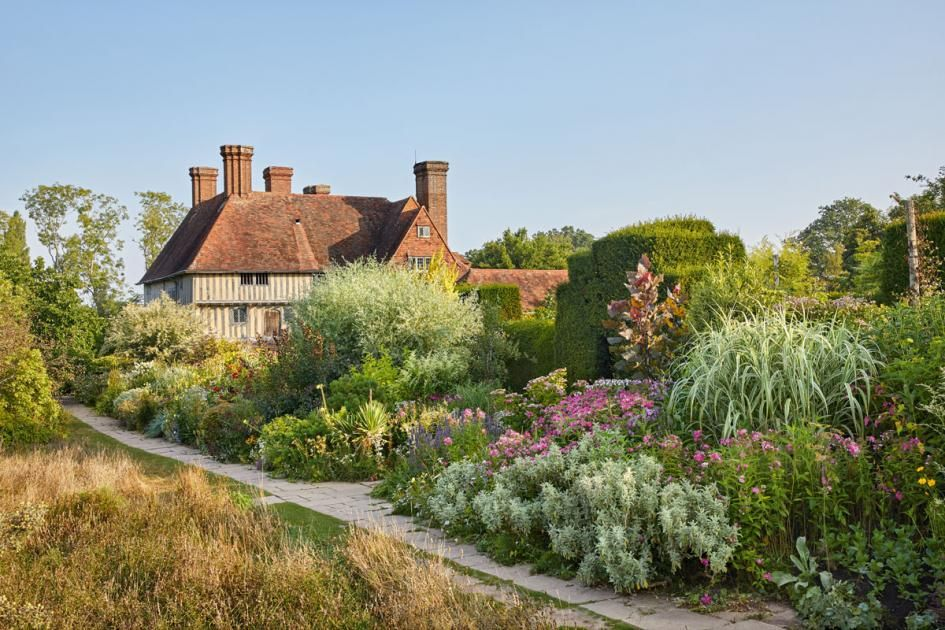 Great Dixter The Garden Paradise By Christopher Lloyd
