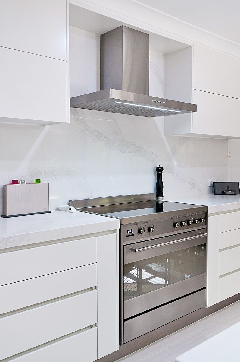 Best Calacatta Nuvo White Base With Grey Veins Caesarstone 400 x 300