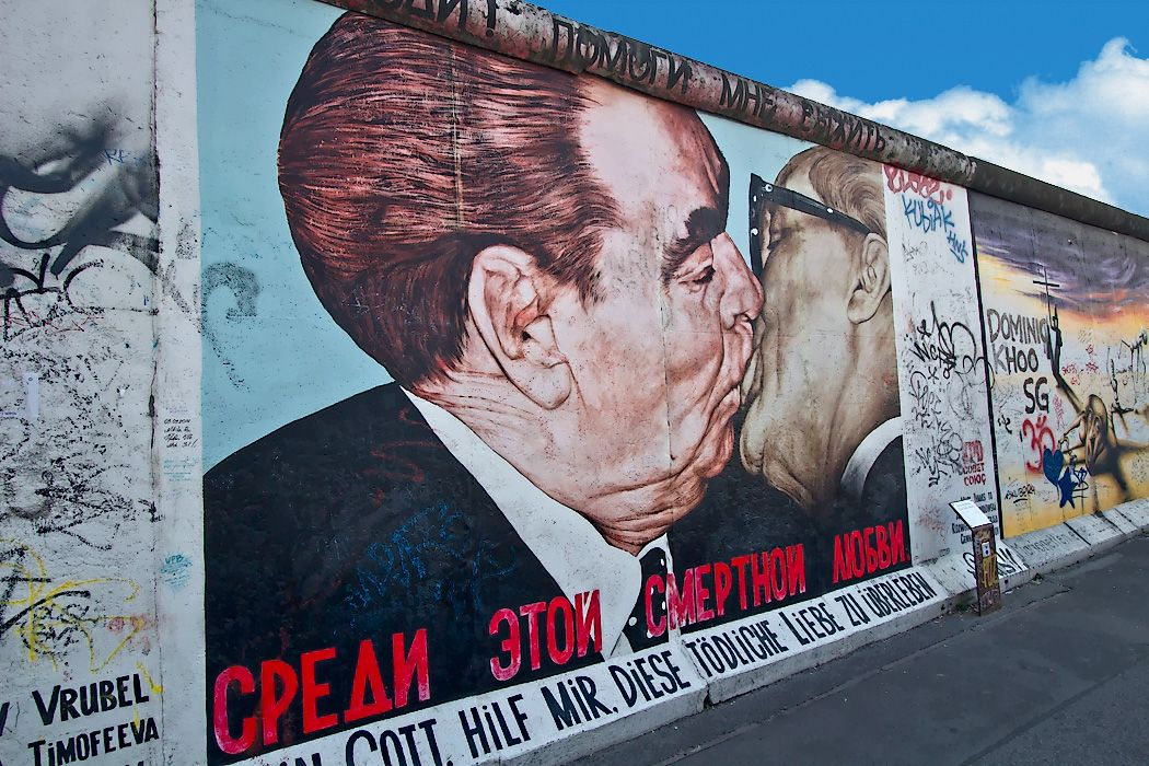 Photo Famous Artwork Of East Side Gallery East Side Gallery Street Art Berlin Wall