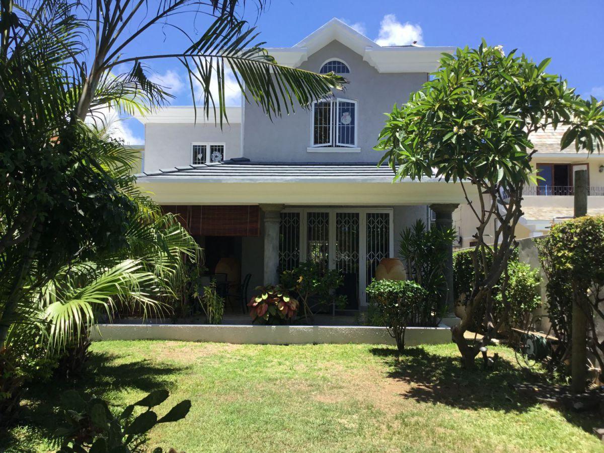 A Vendre Belle Villa Blue Bay Pointe D Esny Maison à Vendre à L Ile Maurice Outdoor Decor Villa Outdoor