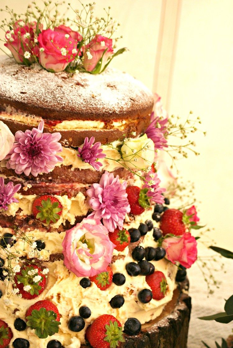 Vintage Country Garden Festival Wedding   Vintage country, Cake ...