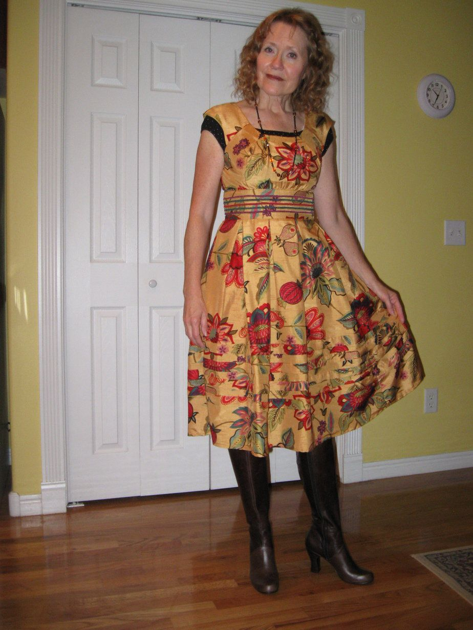 I've got a crush on this look from the ModCloth Style Gallery!  Actually it's her dress!  LOVE IT
