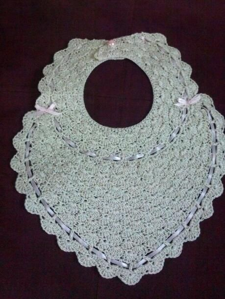 Antique crochet bib free patterns at antiquecrochetpatterns free crochet baby bib pattern easy step by step instructions included to make this super cute vintage baby bib dt1010fo