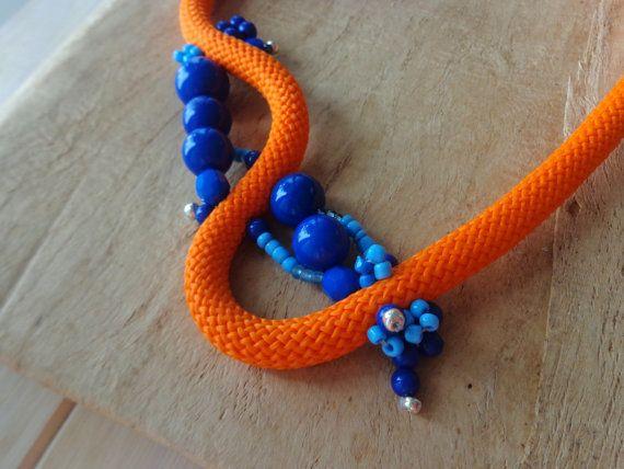 Oranje kobalt blauwe touw verklaring ketting van stavroula op Etsy