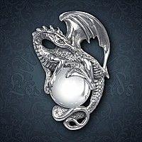 Drachenanhänger mit Kristallkugel