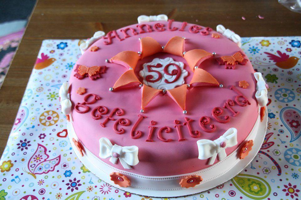 Eerste taart van Jolien Drost voor verjaardag van haar moeder.