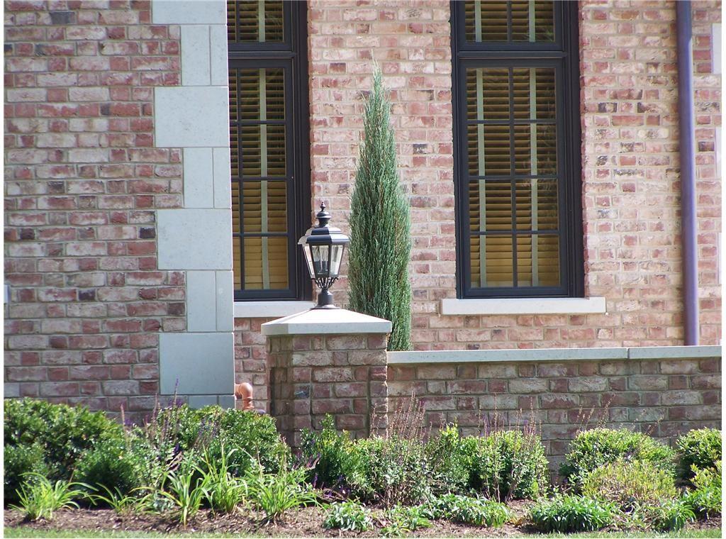 Specifically corner coins quoins sills black frame for Brick quoin detail