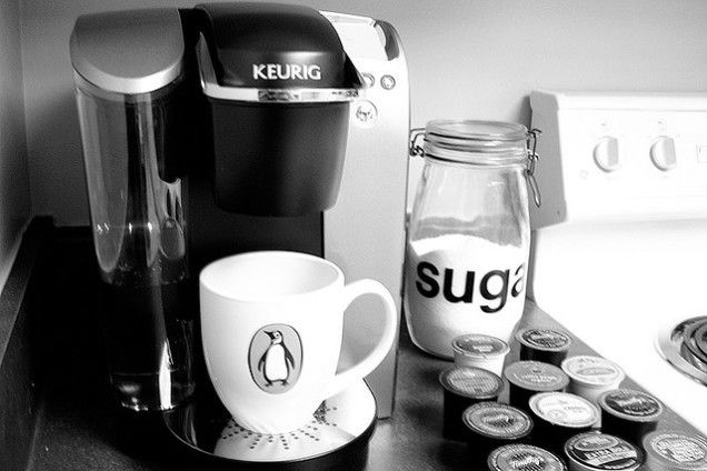 Clean Your Keurig Coffee Maker With A Paper Clip Straw And Vinegar