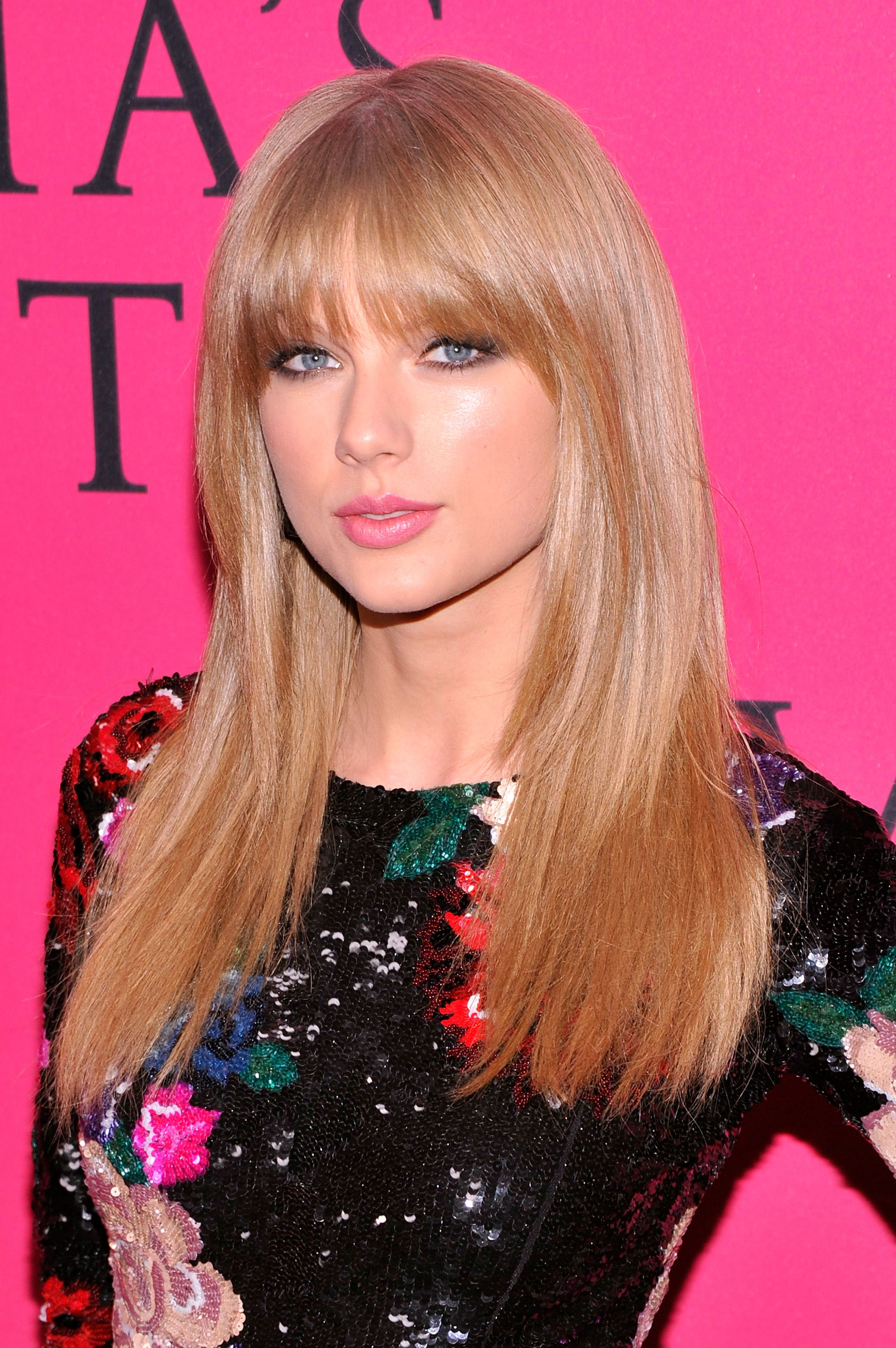 Taylor Swift Red Carpet 2013 Victoria S Secret Fashion Show Taylor Swift Hair Hairstyles With Bangs Celebrity Straight Hairstyles