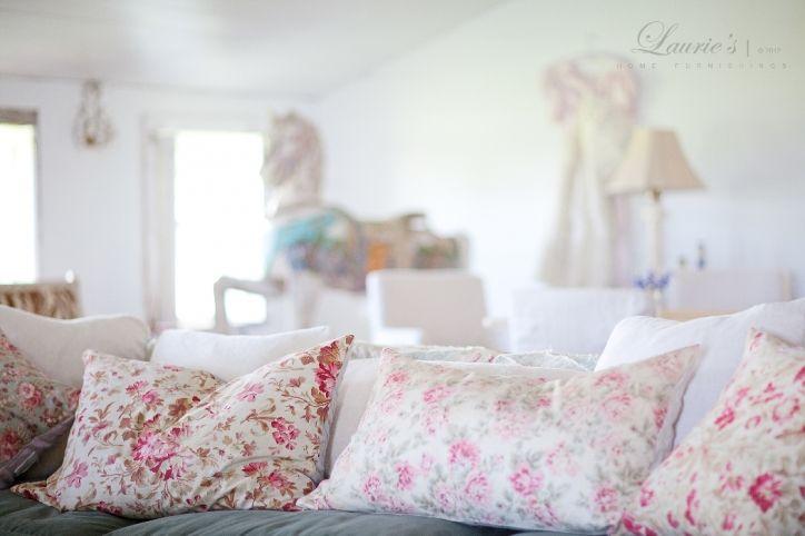 RA Prairie - Chesterfield sofa, pillows