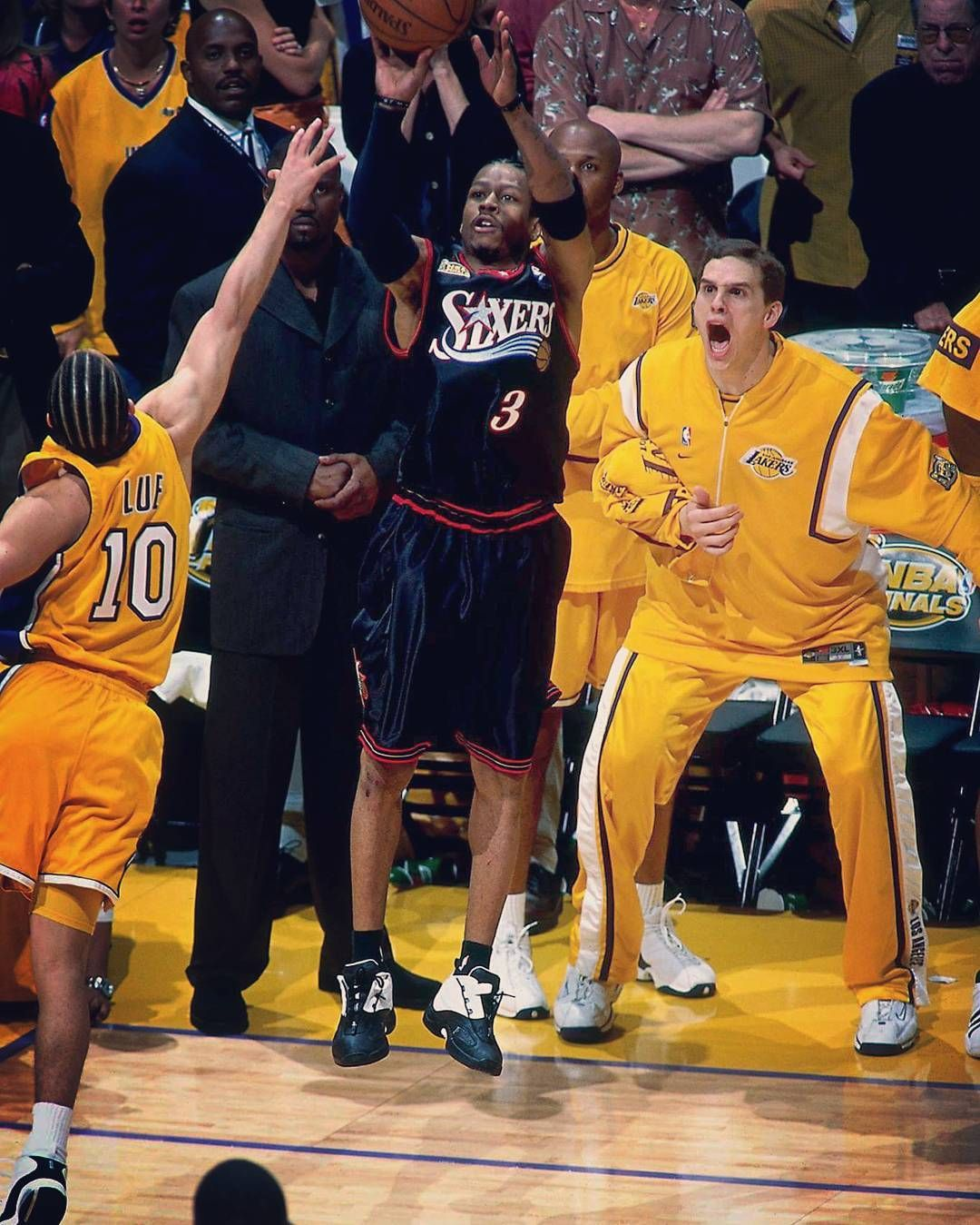 Allen Iverson Shots Over Tyronn Lue 2001 Nba Finals Game 1 Iverson Theanswer Philadelphia Sixers Proces Nba Legends Nba Pictures Basketball Photography