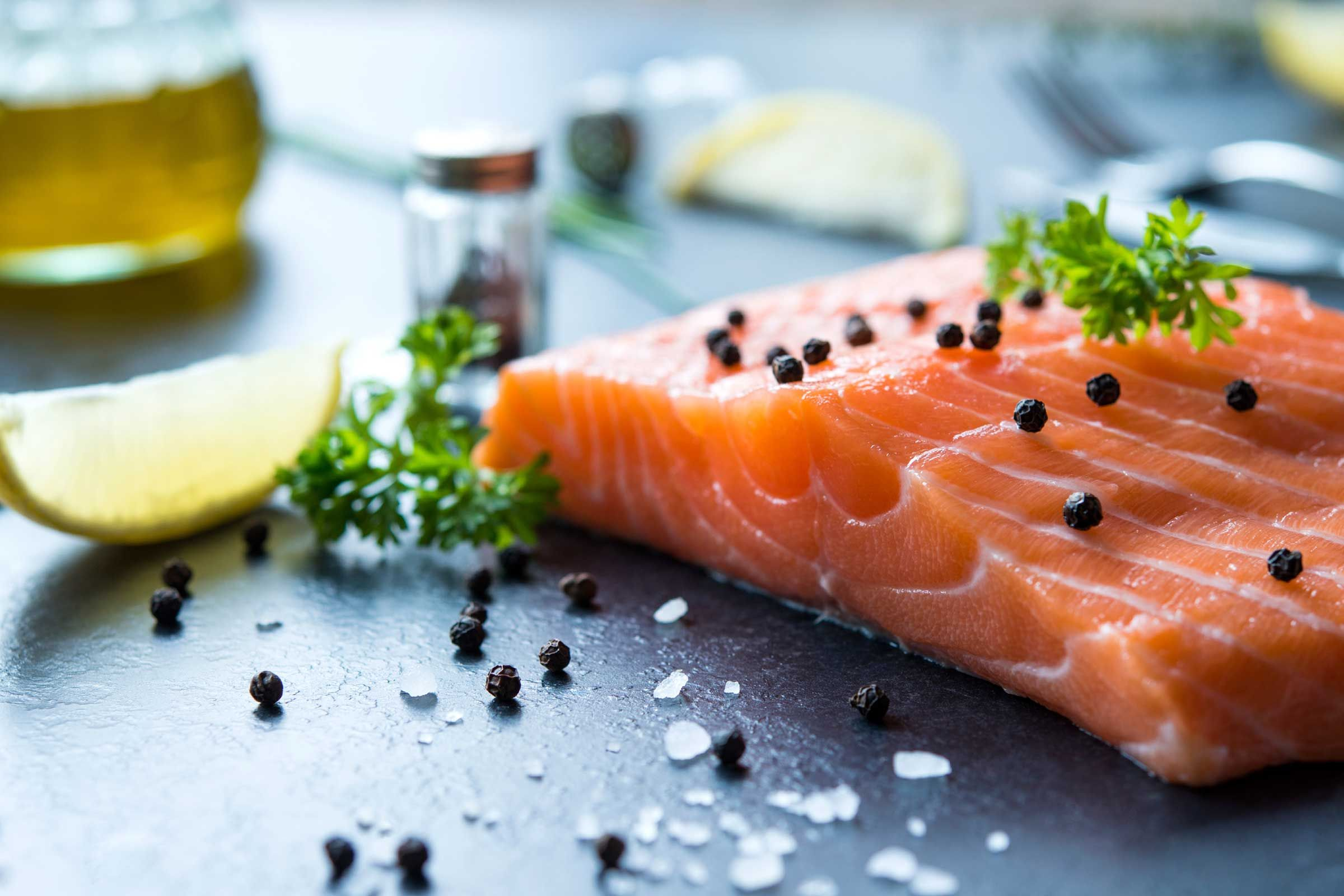 how to remove skin from salmon while cooking