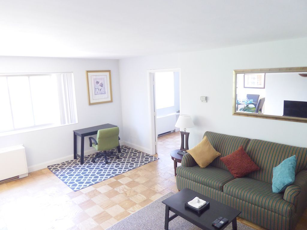 125 Across The River Spacious 1 Bed Apt Close To Georgetown Dc Dca Welcome To Our Large 1 Bedroom Apartment 1 Bedroom Apartment Home Decor Contemporary Rug