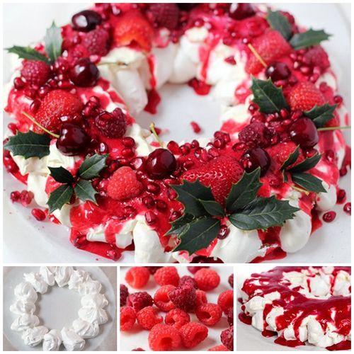 Postre de frutos rojos, corona de navidad, merengues, frambuesas, fresas y cerezas