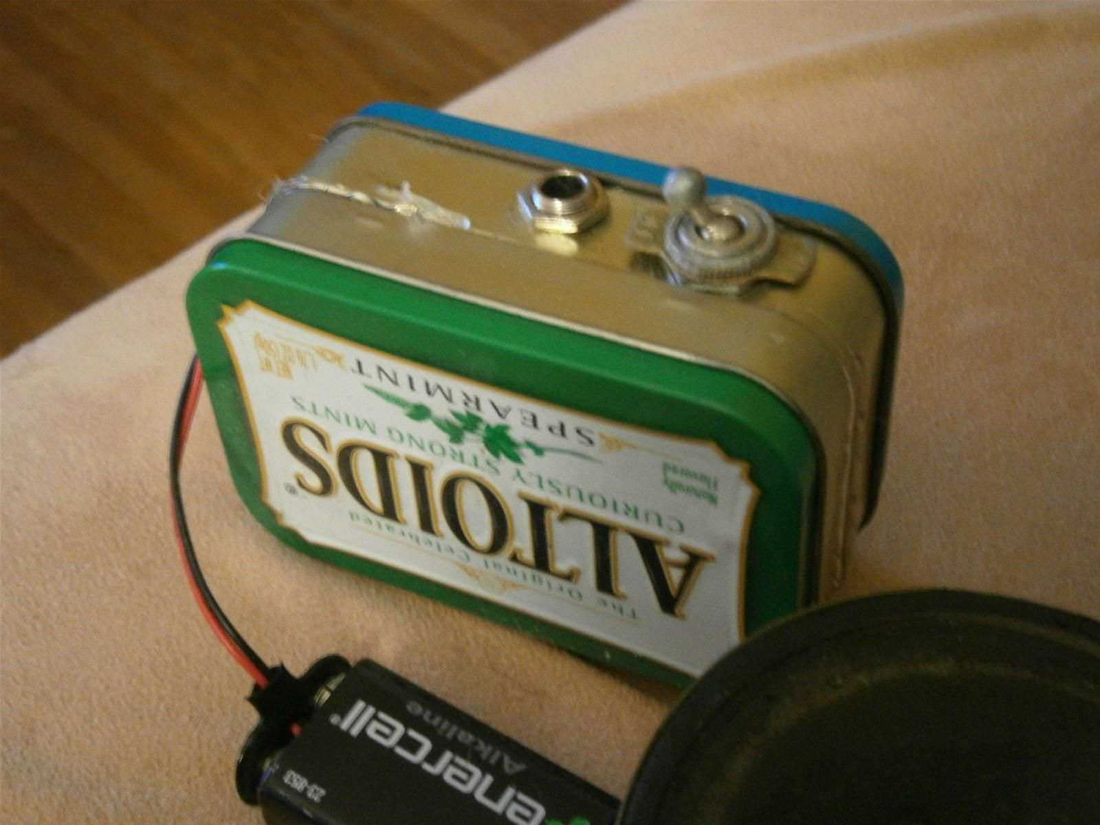 how to build your own mini altoids guitar amp for about 5 awesome ideas guitar diy guitar. Black Bedroom Furniture Sets. Home Design Ideas