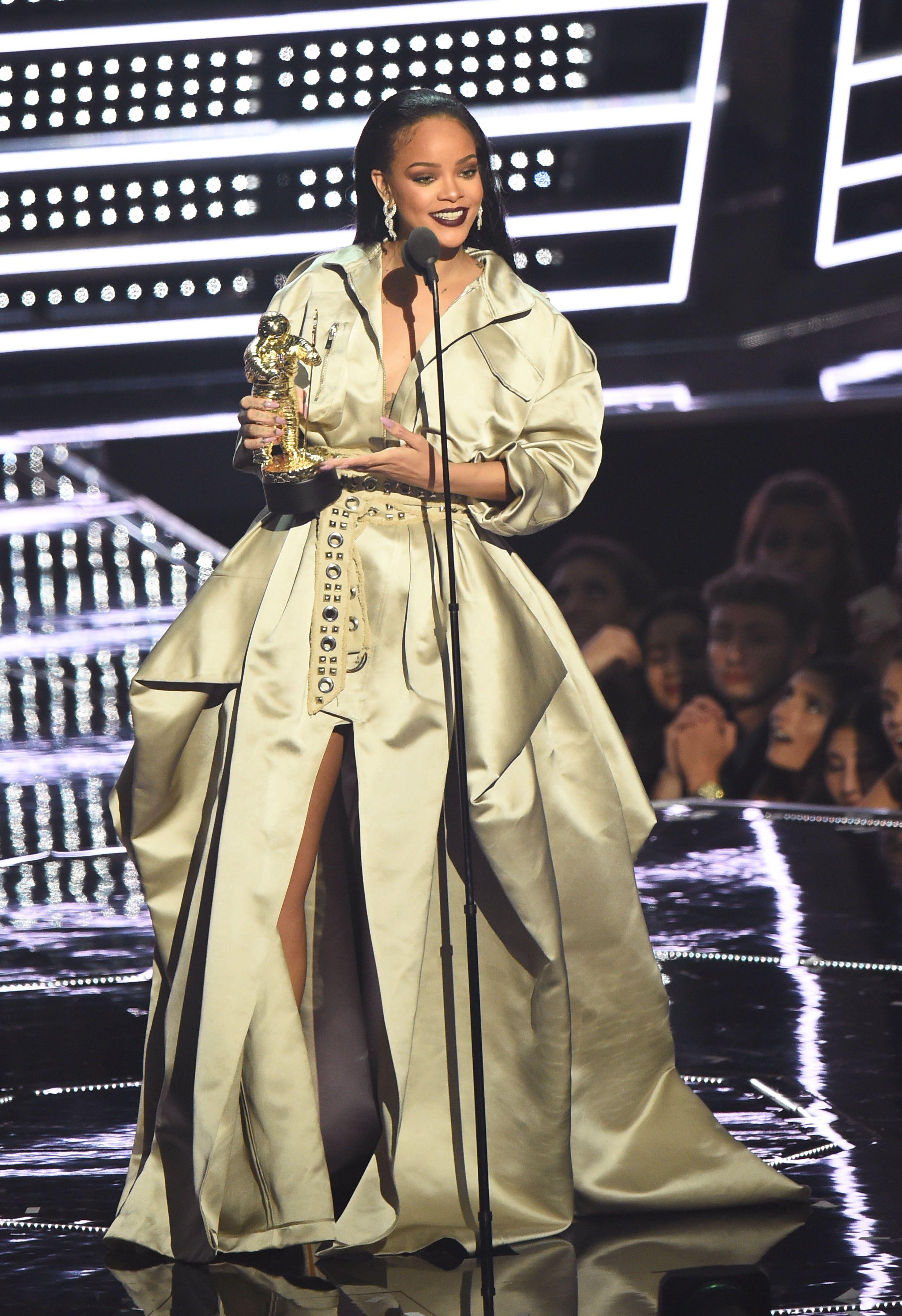 Os Looks Superfashionistas De Rihanna No Vma 2016 Outfits Stil Stile