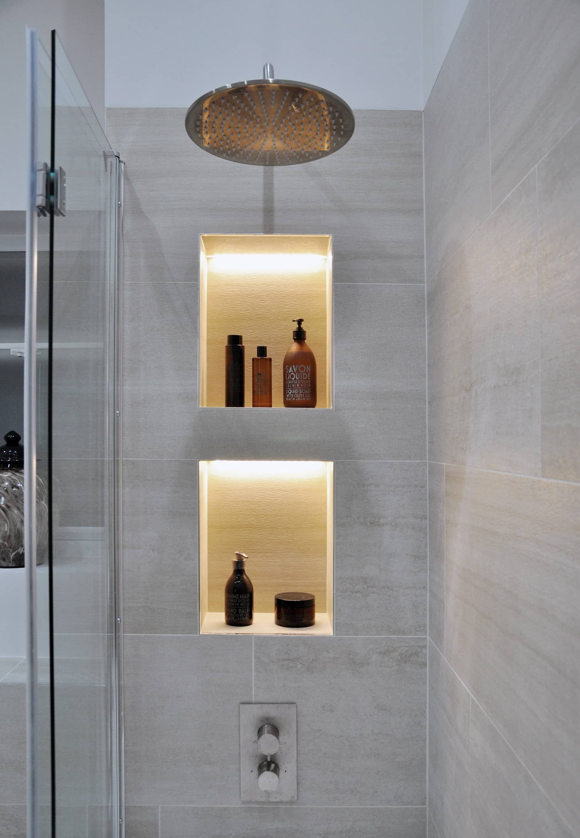 Photo of Flat renovation modern bathroom by homify modern homify