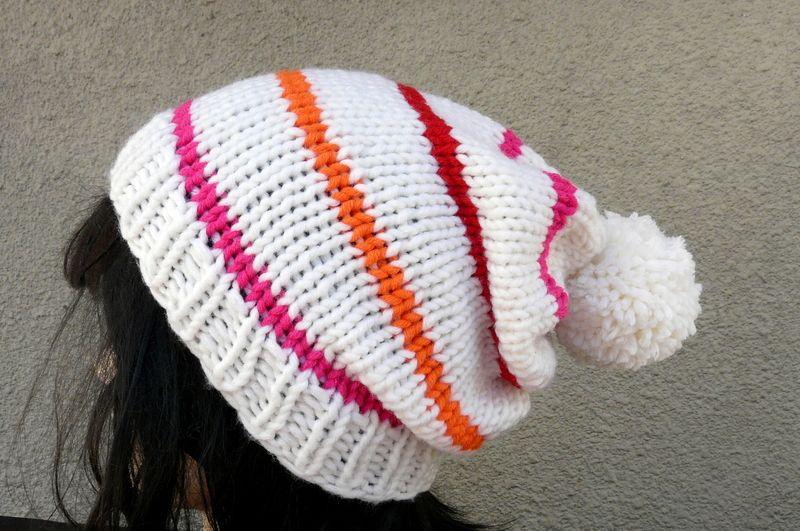 Die Bommelmütze ist aus einem Schurwoll-Synthetik Gemisch gestrickt. Ein Hingucker für die triste Jahreszeit!