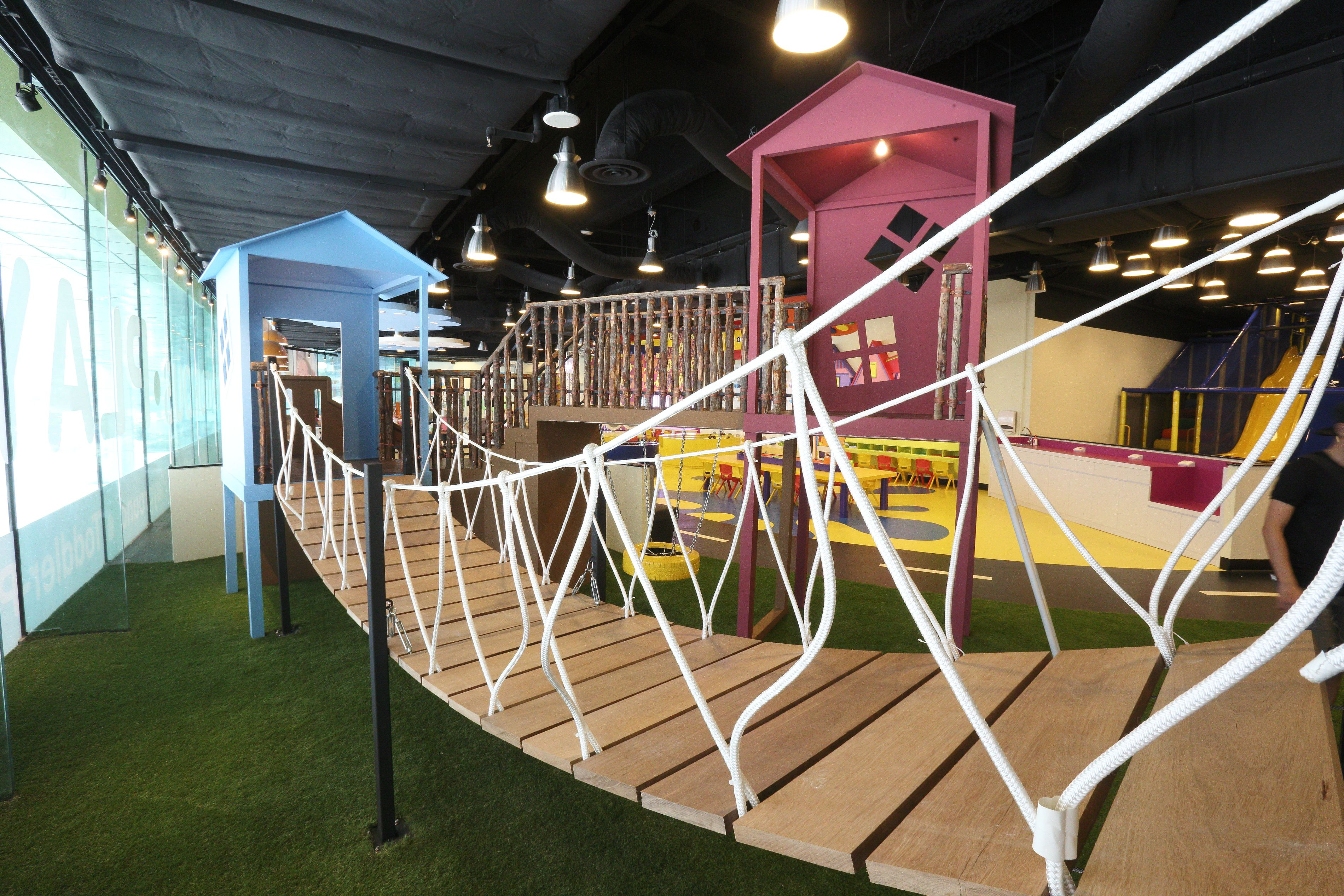 Family dining kids parties birthday party places best for Best indoor playground for birthday party
