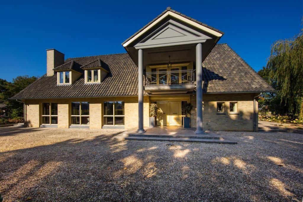 Nederlandse villa biedt garage met mancave mogelijkheden pinterest