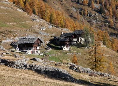 Gressoney-La-Trinité  (Valle d'Aosta) - case Walser - magie dell'uomo e della natura